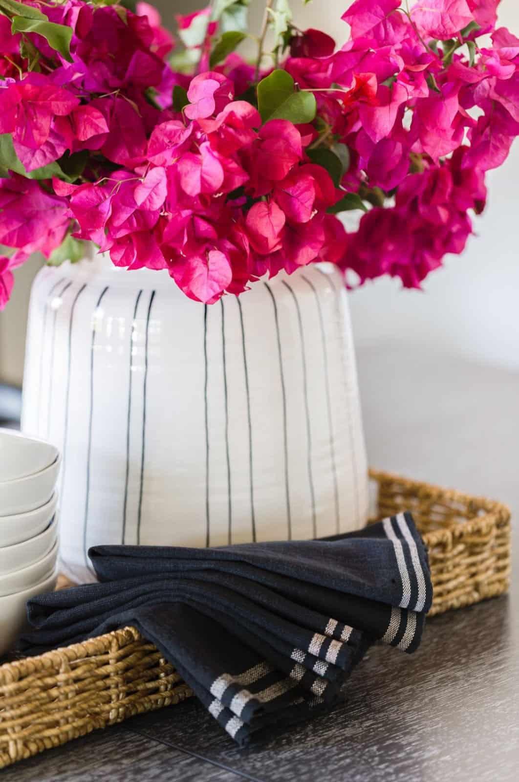 mediterranean-inspired-dining-room-table-decor