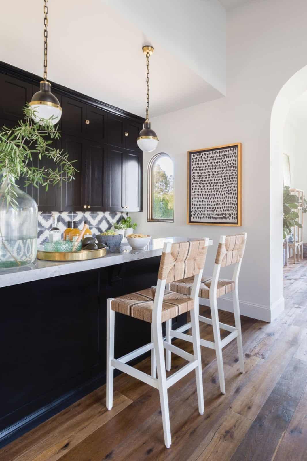 mediterranean-inspired-home-bar