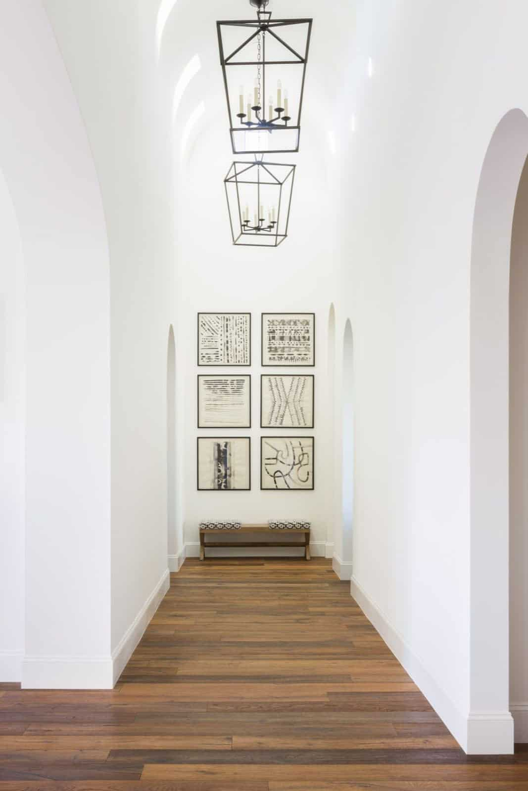 mediterranean-inspired-hall