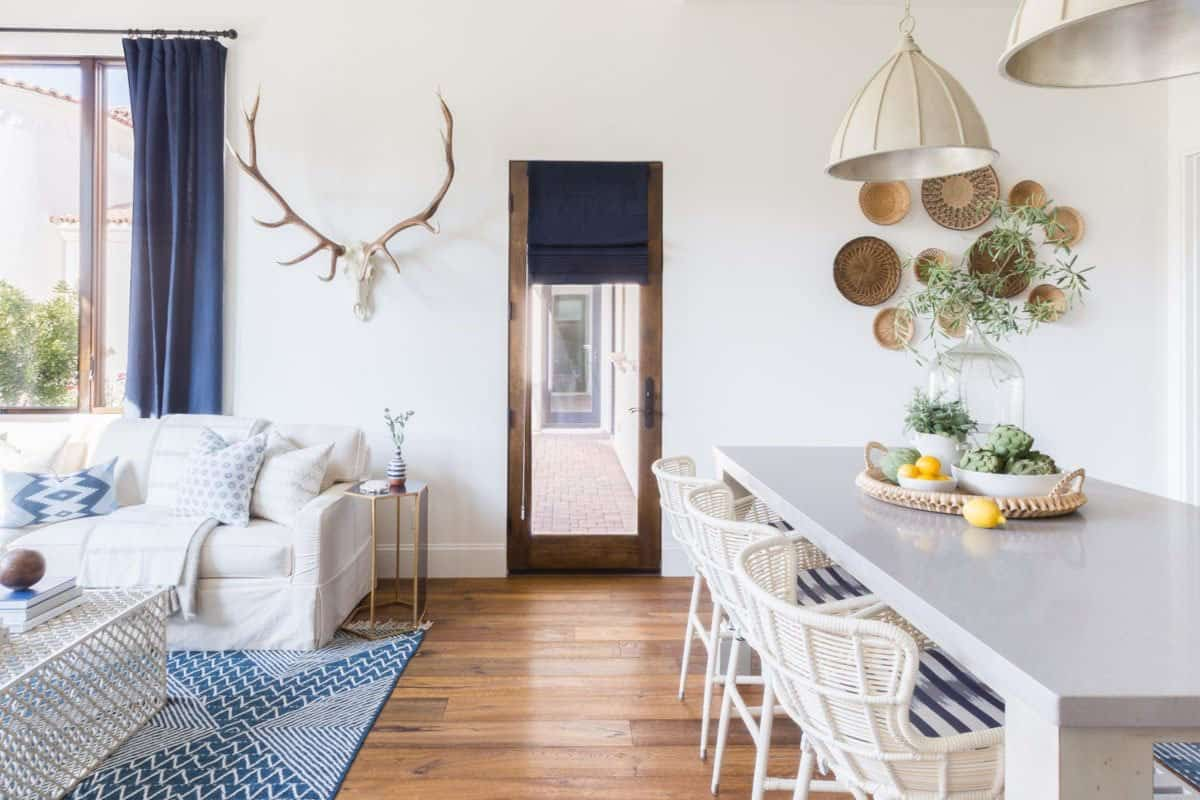 guest-house-mediterranean-inspired-dining-room