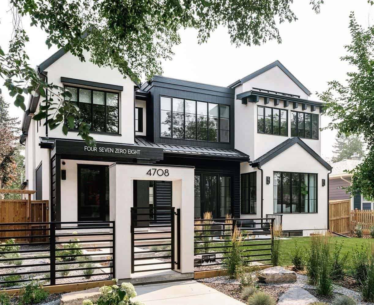 modern-coastal-style-home-exterior
