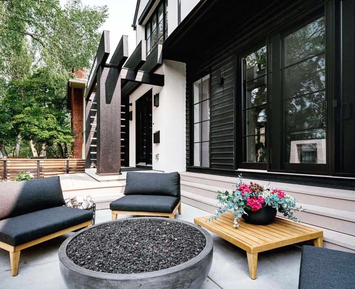 modern-coastal-style-home-patio