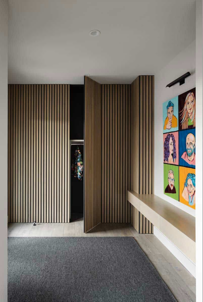 modern-coastal-style-home-entry-closet