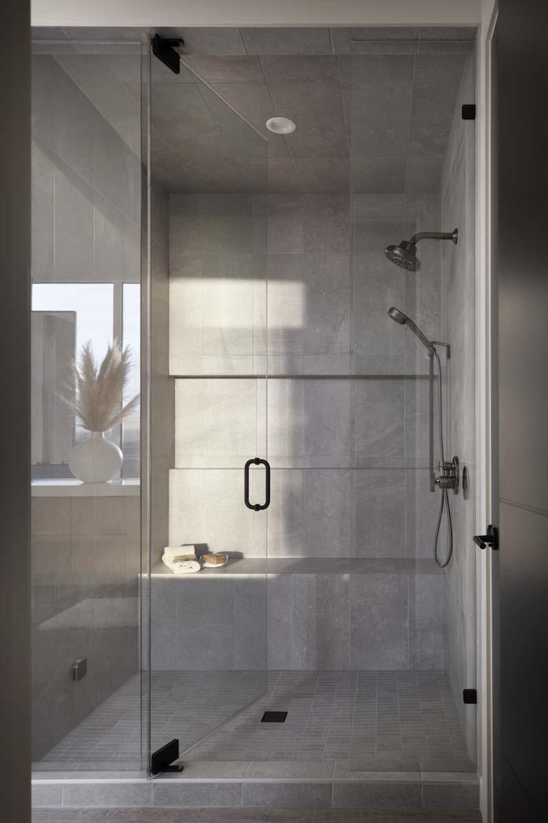 modern-coastal-style-bathroom-shower
