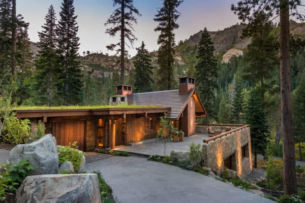 midcentury-modern-mountain-home-exterior