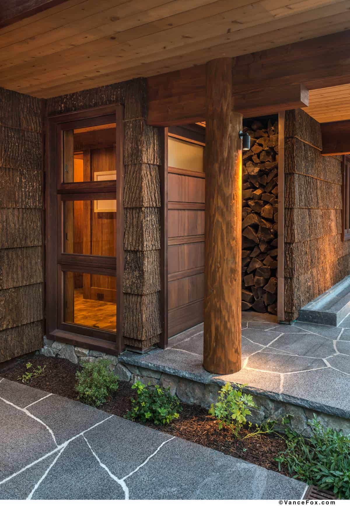 midcentury-modern-mountain-home-entry