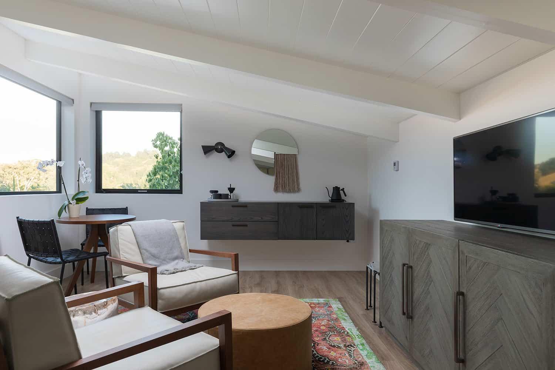 modern-guest-bedroom-sitting-area