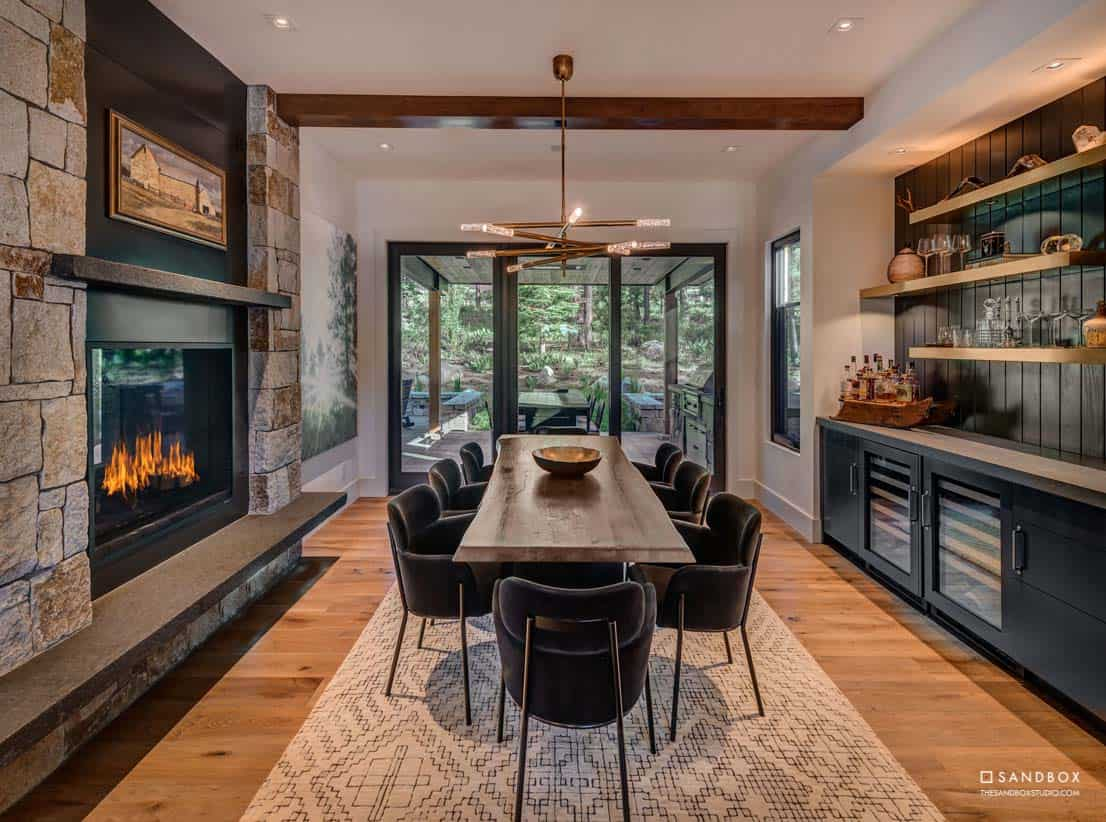 mountain-modern-contemporary-home-dining-room-custom-built-in-cabinets-fireplace
