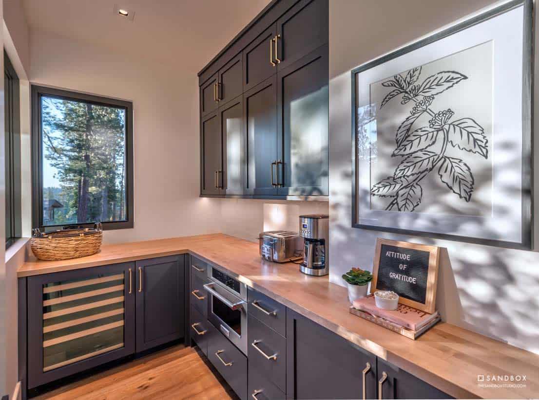 mountain-contemporary-home-pantry