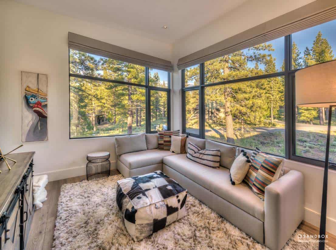 mountain-contemporary-home-den-media-room