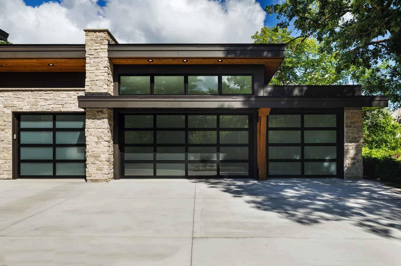 mountain-modern-lake-house-garage