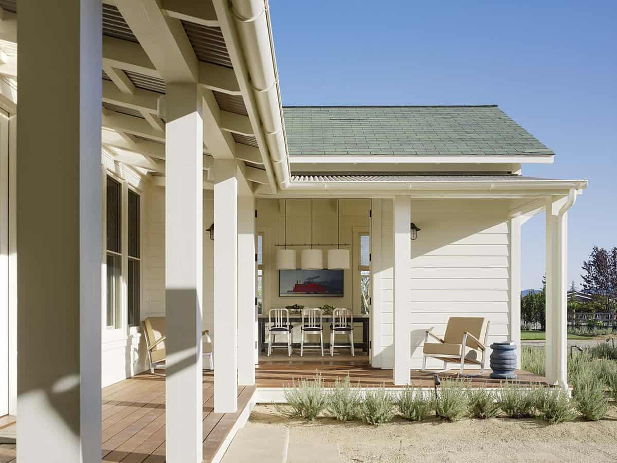 farmhouse-style-vineyard-home-front-porch