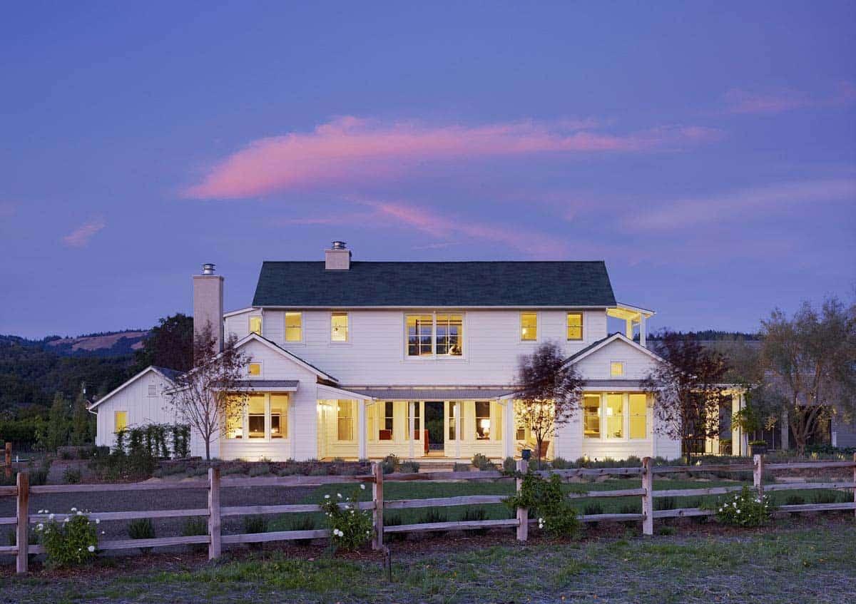 farmhouse-style-vineyard-home-exterior