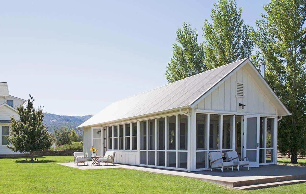 farmhouse-style-vineyard-home-pavilion