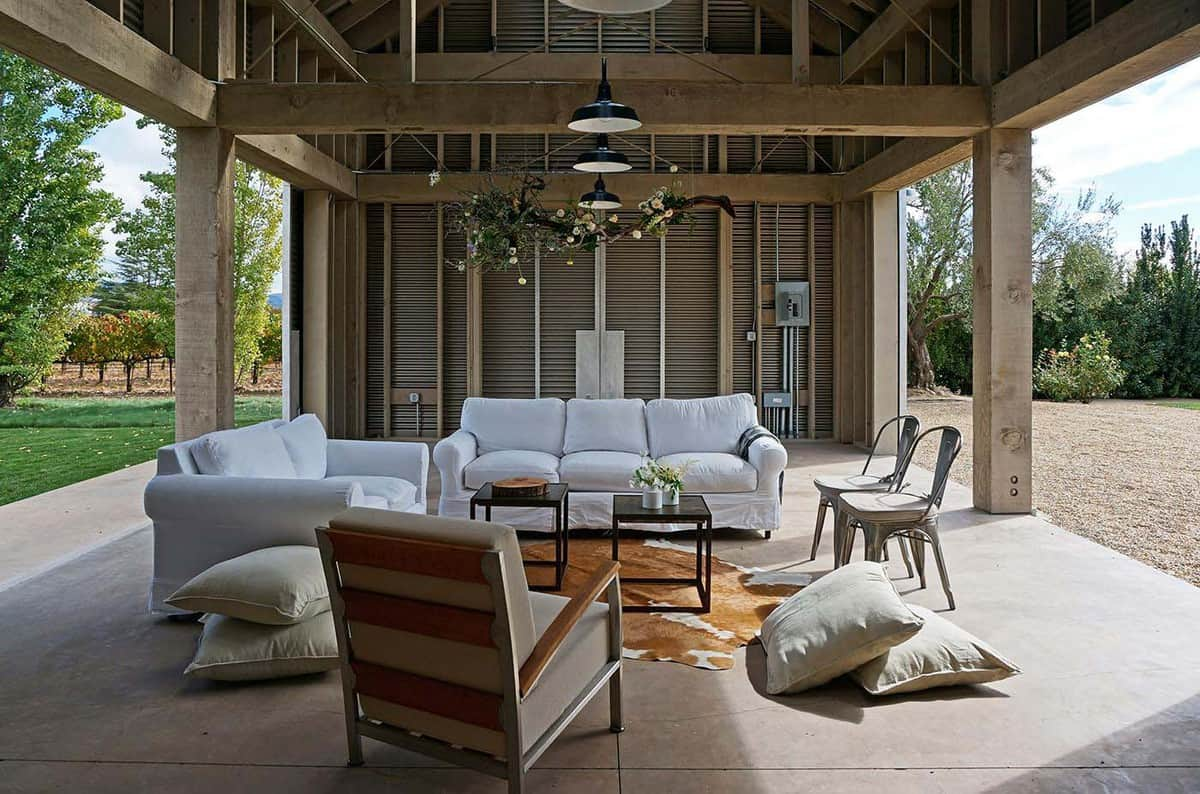 farmhouse-style-vineyard-home-covered-patio