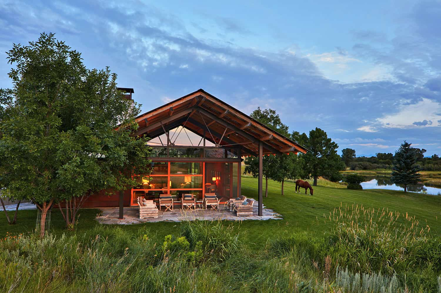 rustic-modern-ranch-house-exterior