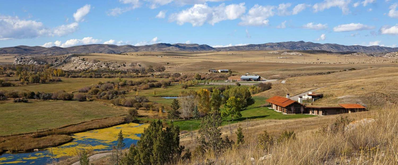 rustic-modern-ranch-house-landscape