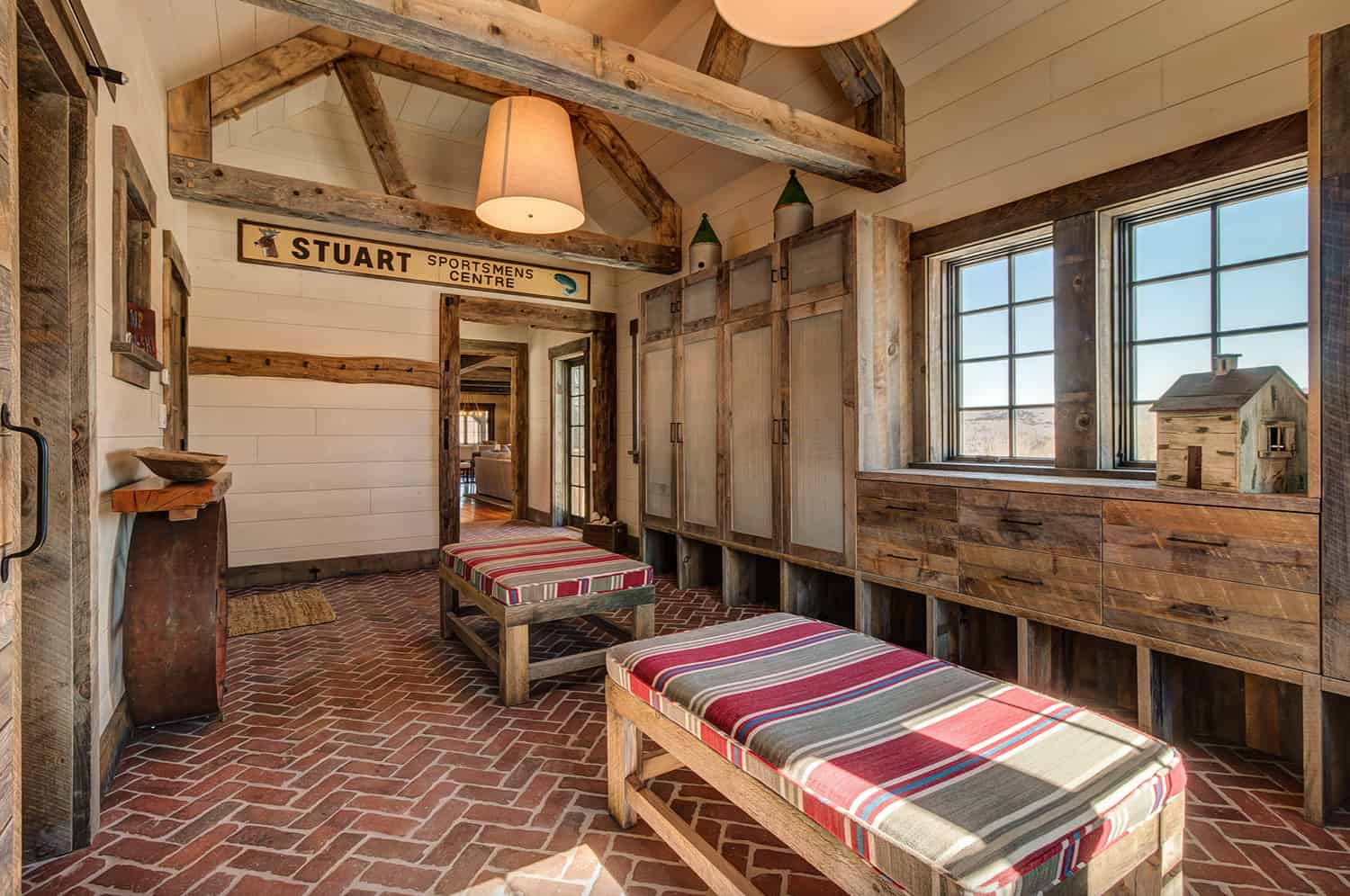 rustic-mountain-house-mudroom