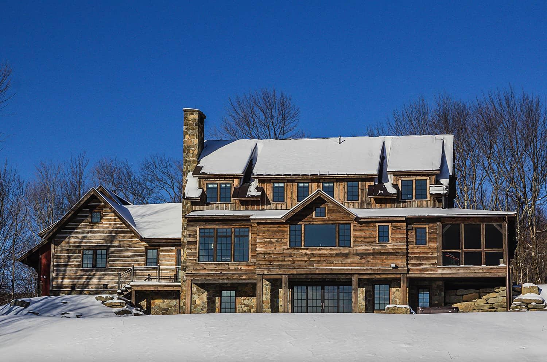 rustic-mountain-house-exterior