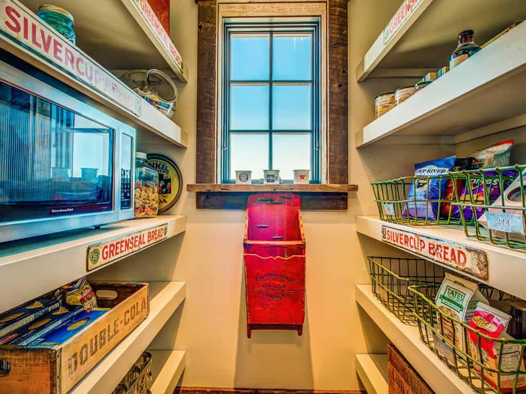 rustic-kitchen-pantry