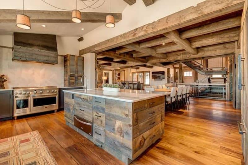 rustic-mountain-house-kitchen