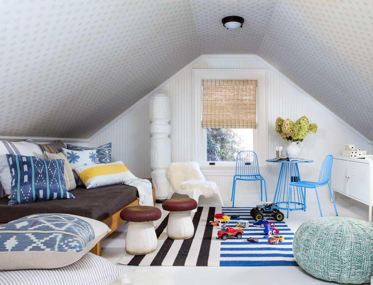 cottage-beach-style-kids-playroom