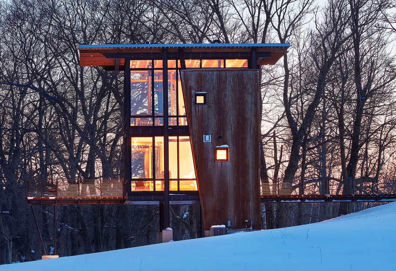 Escape into nature in this serene Wisconsin cabin: MetalLark Tower