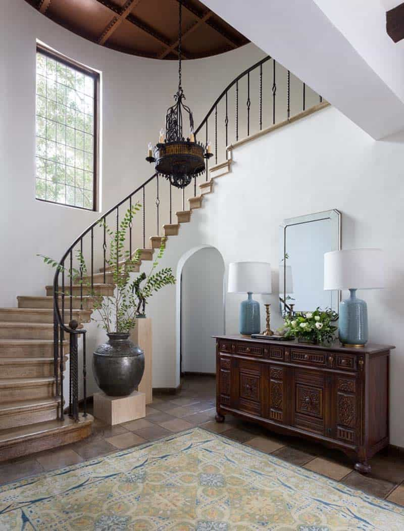 spanish-house-entry-staircase