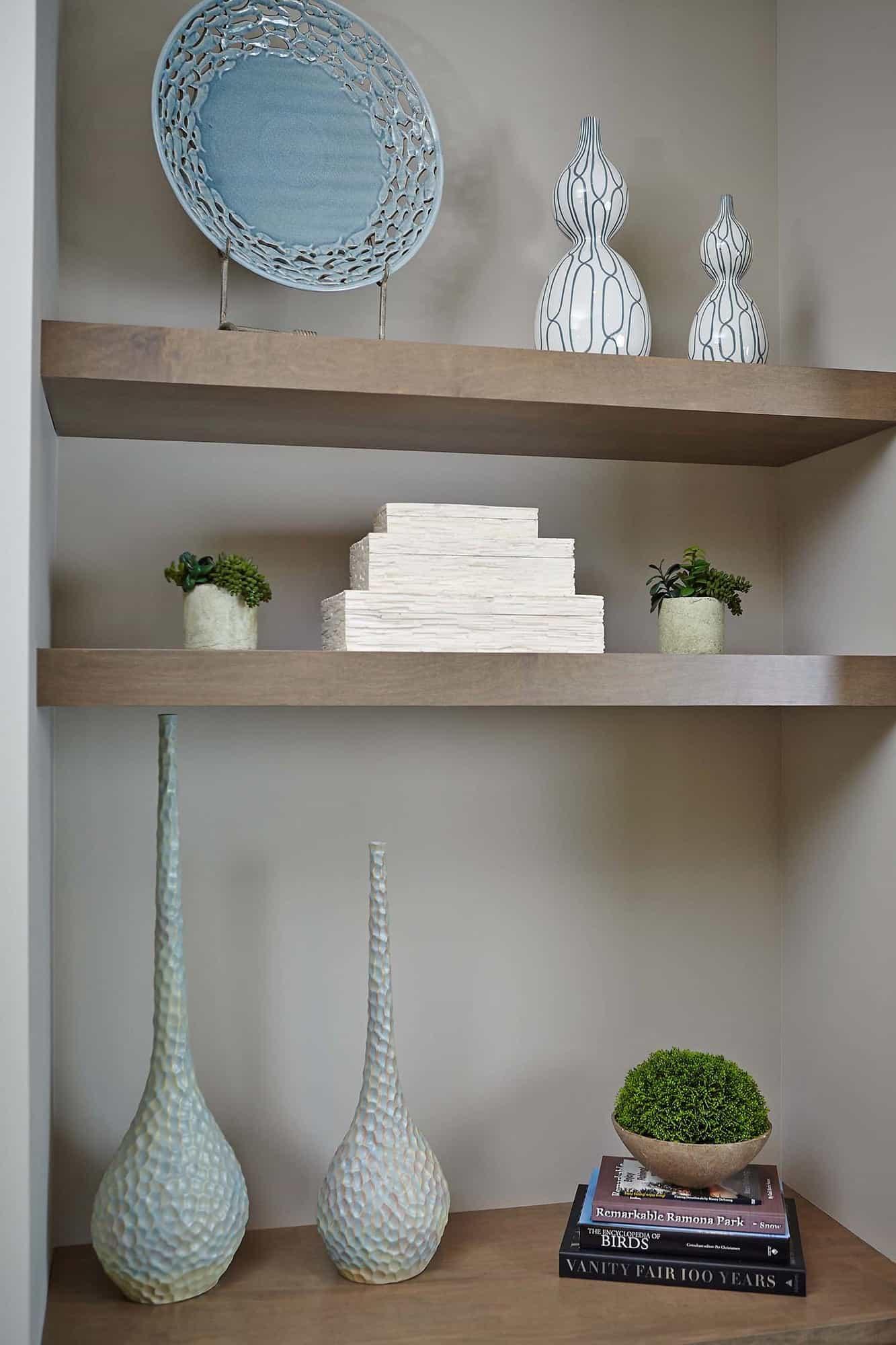 traditional-living-room-built-in-shelving