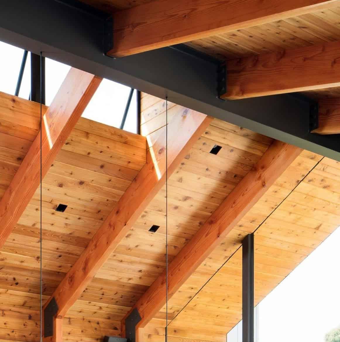 art-barn-ceiling-detail-with-skylight