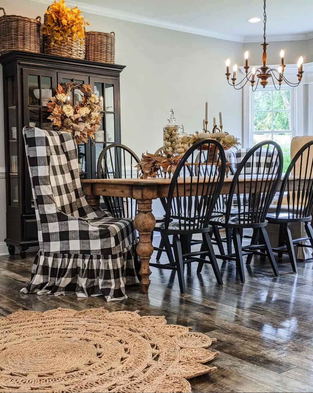 farmhouse-fall-decorated-dining-table