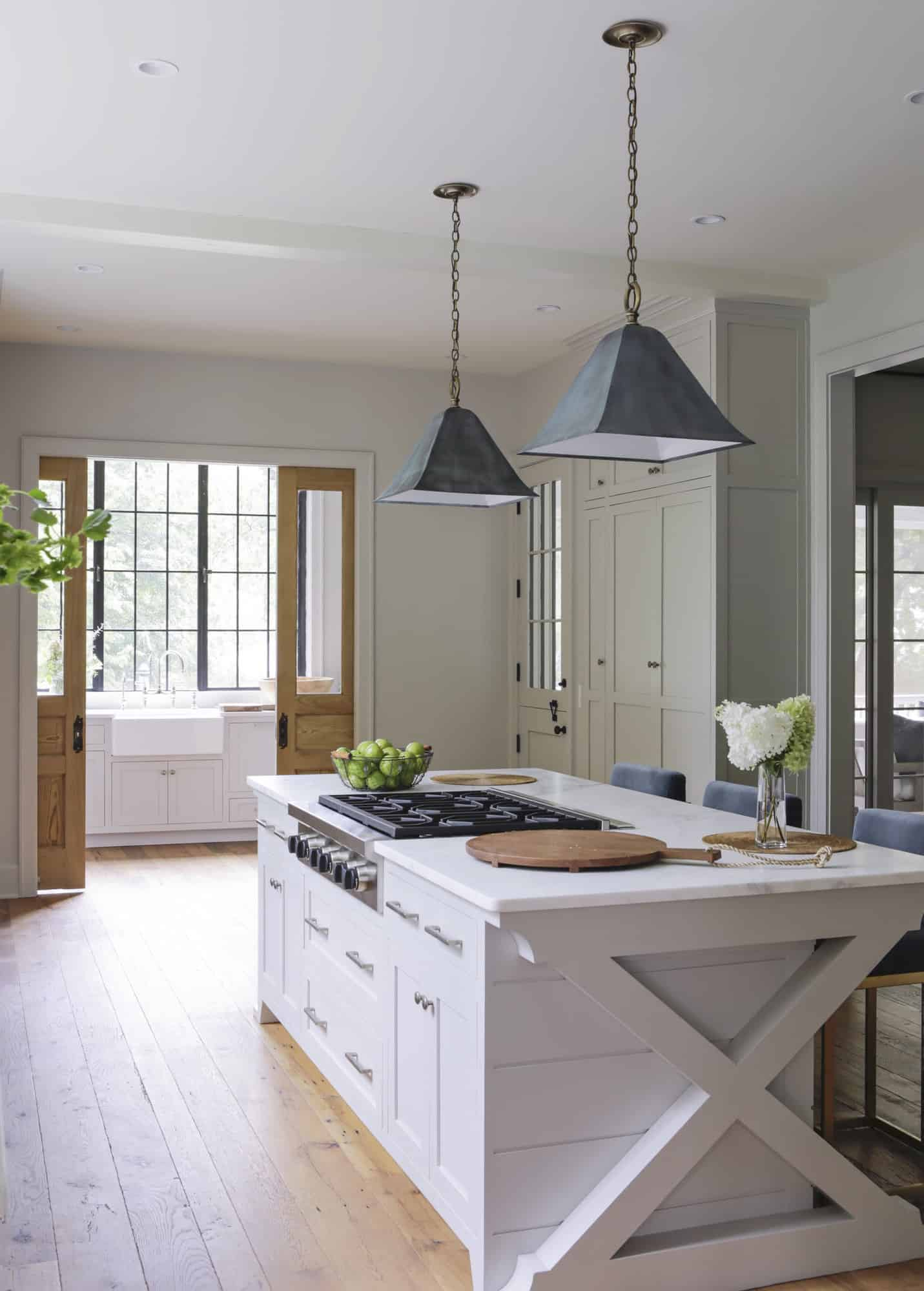 transitional-style-white-kitchen-island