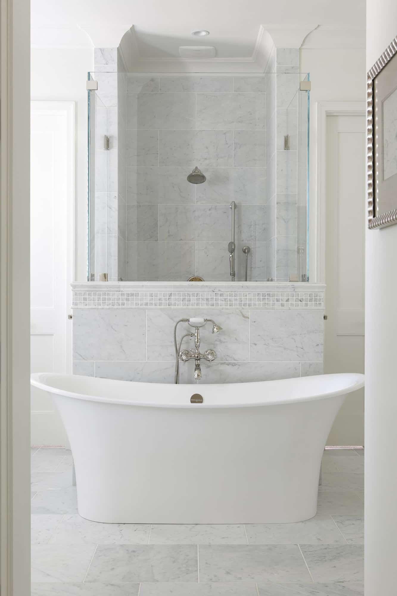 transitional-style-bathroom-soaking-tub