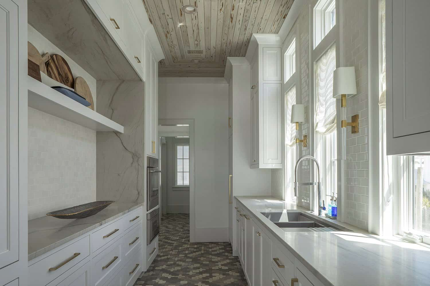 beach-style-butlers-pantry