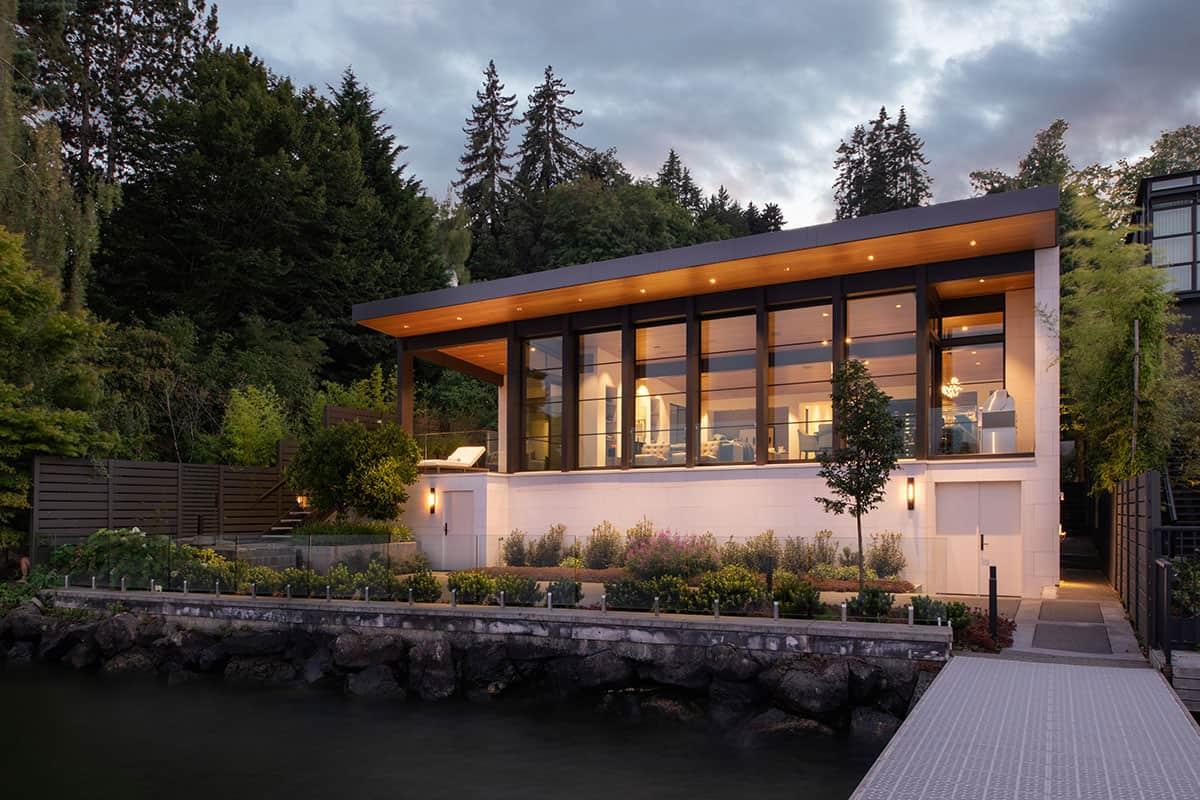 contemporary-lake-house-exterior-night