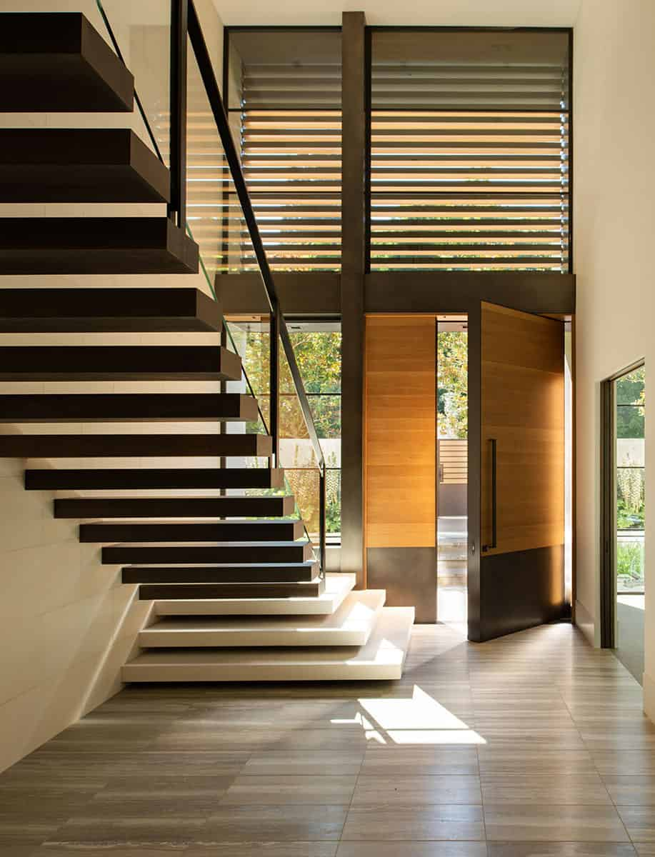 contemporary-lake-house-entry-with-staircase