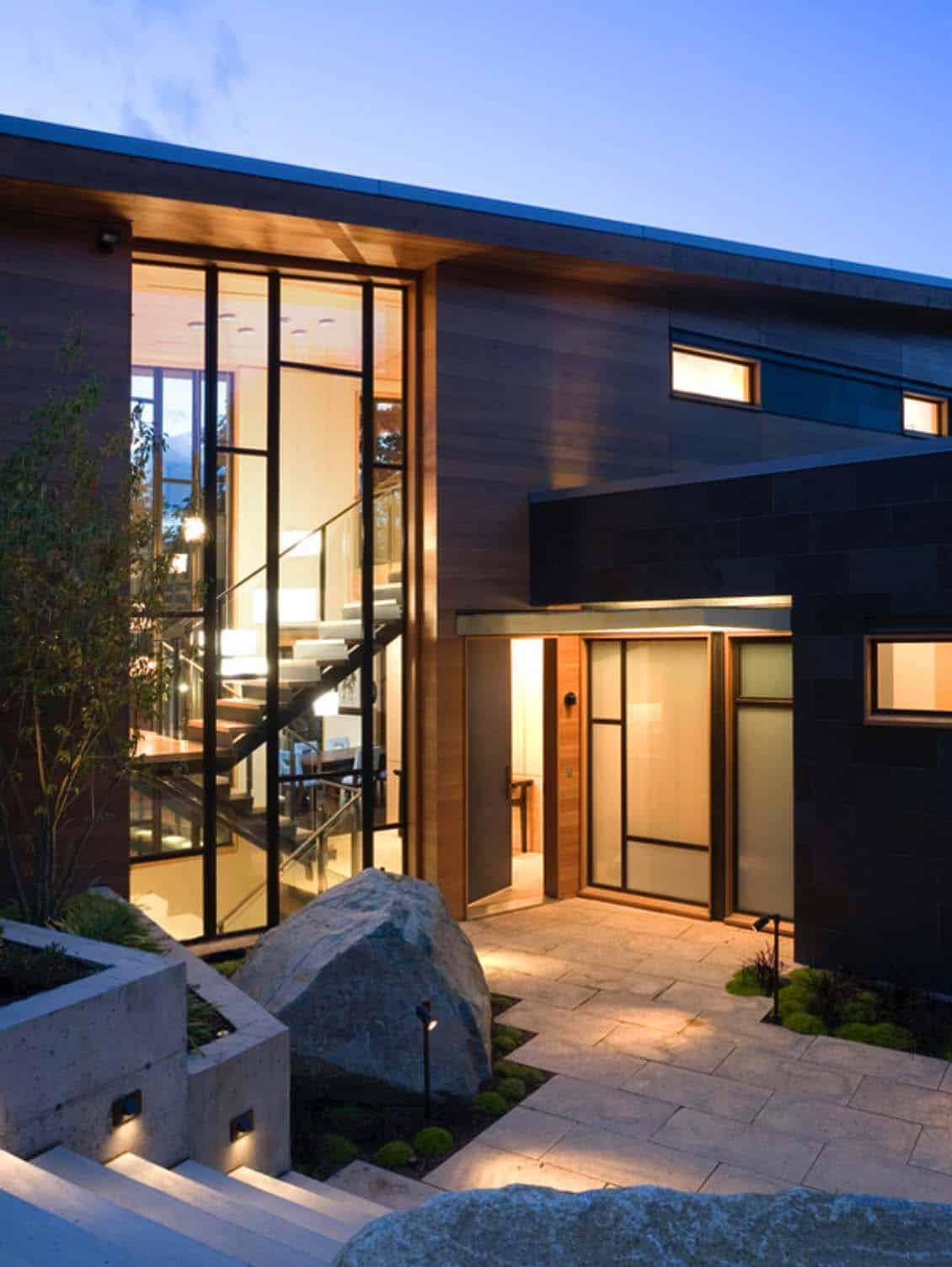 contemporary-home-exterior-dusk