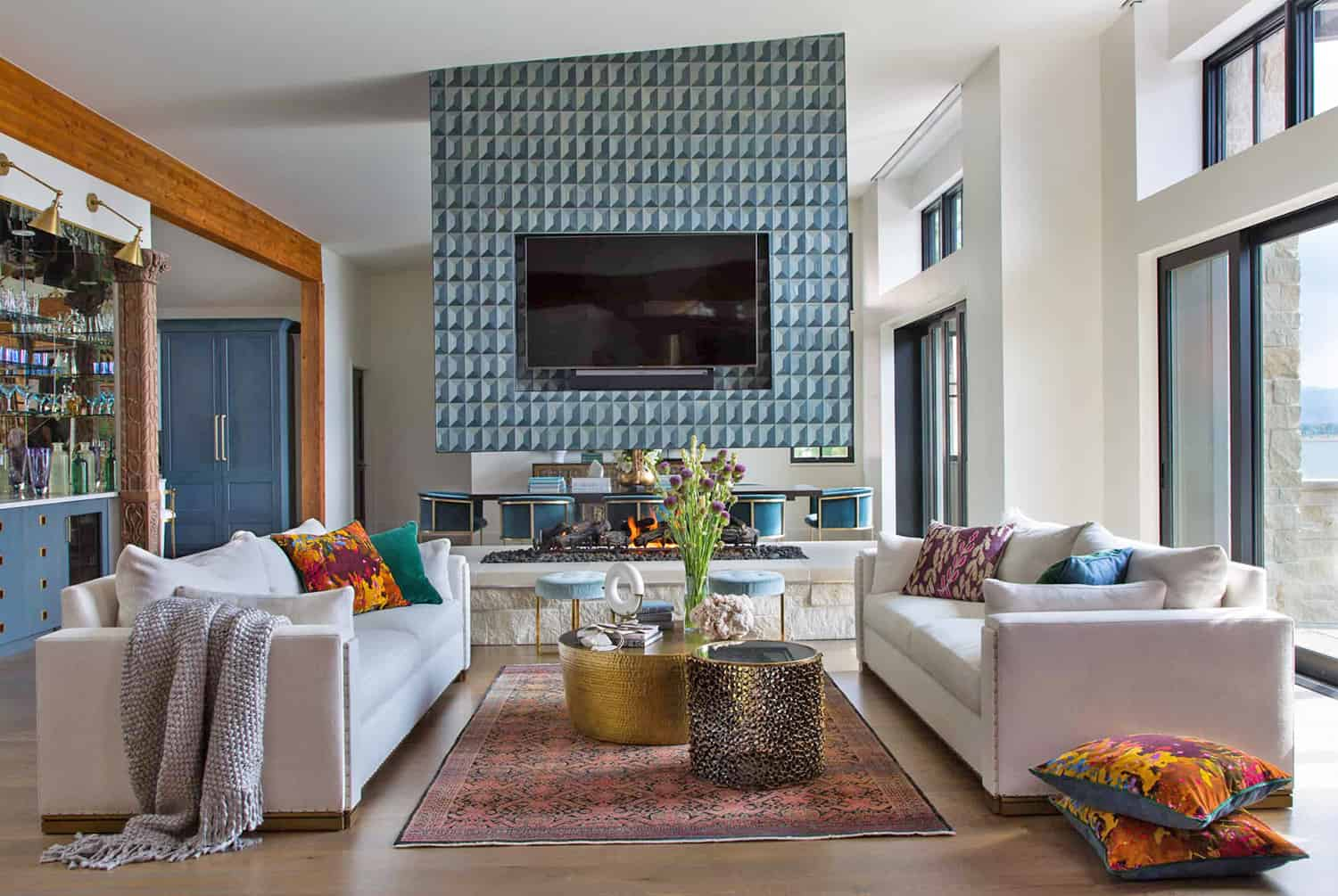 contemporary-lakeside-living-room