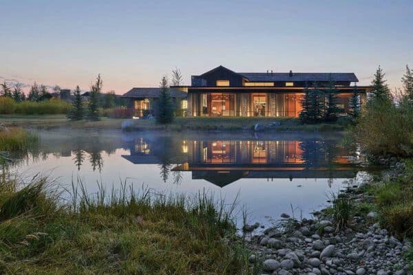 featured posts image for A Wyoming mountain retreat boasts amazing views of the Grand Tetons
