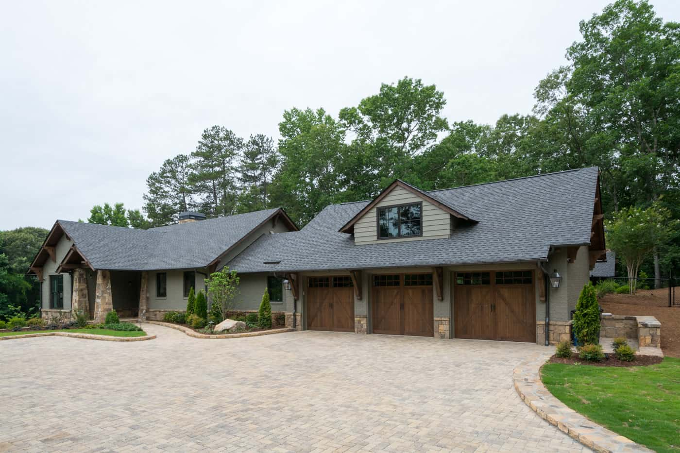 contemporary-ranch-style-home-exterior