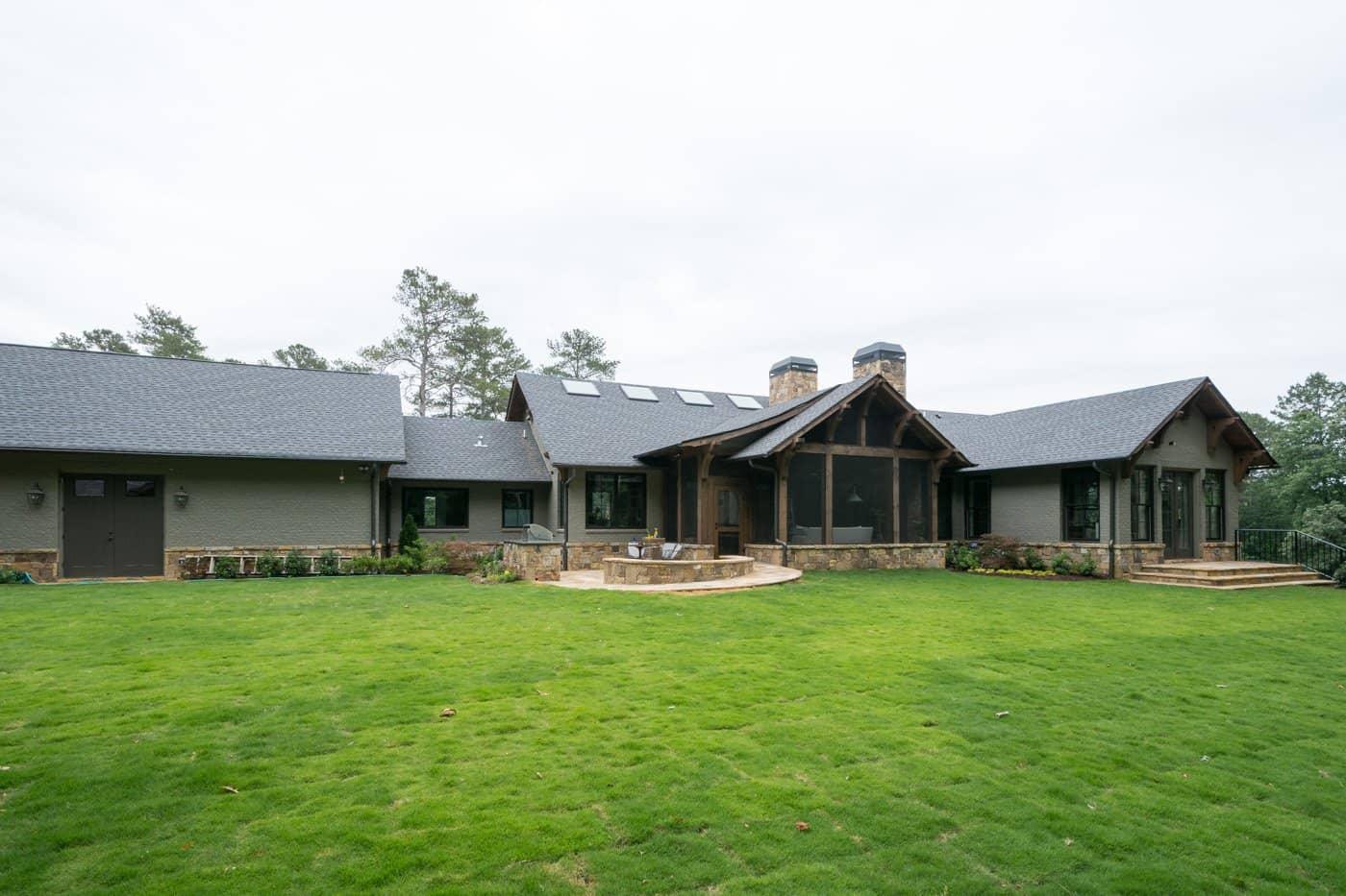 contemporary-ranch-style-house-exterior