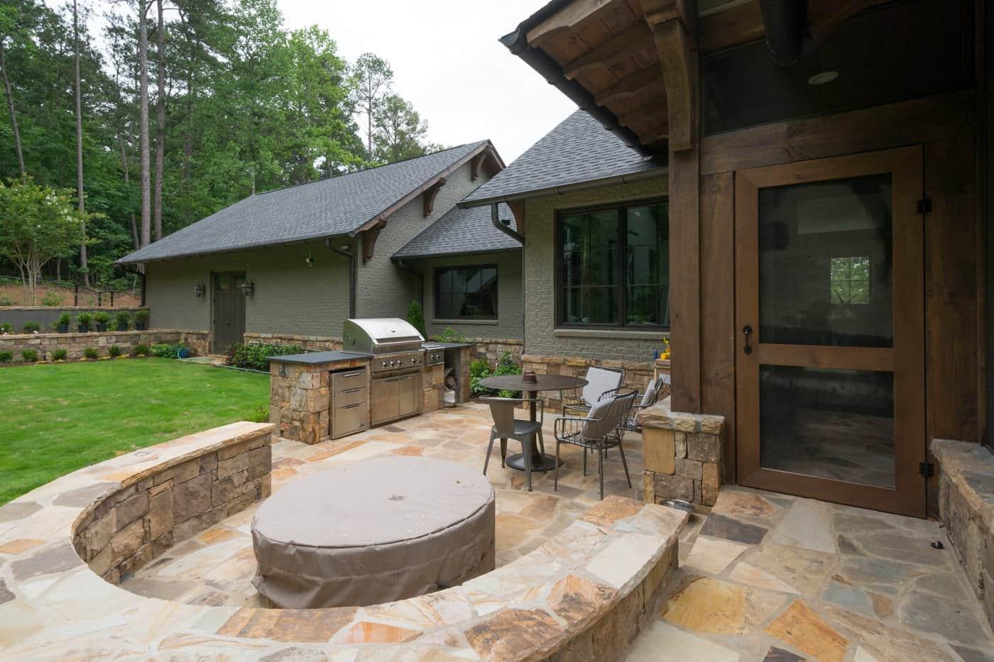 contemporary-ranch-style-house-exterior-patio