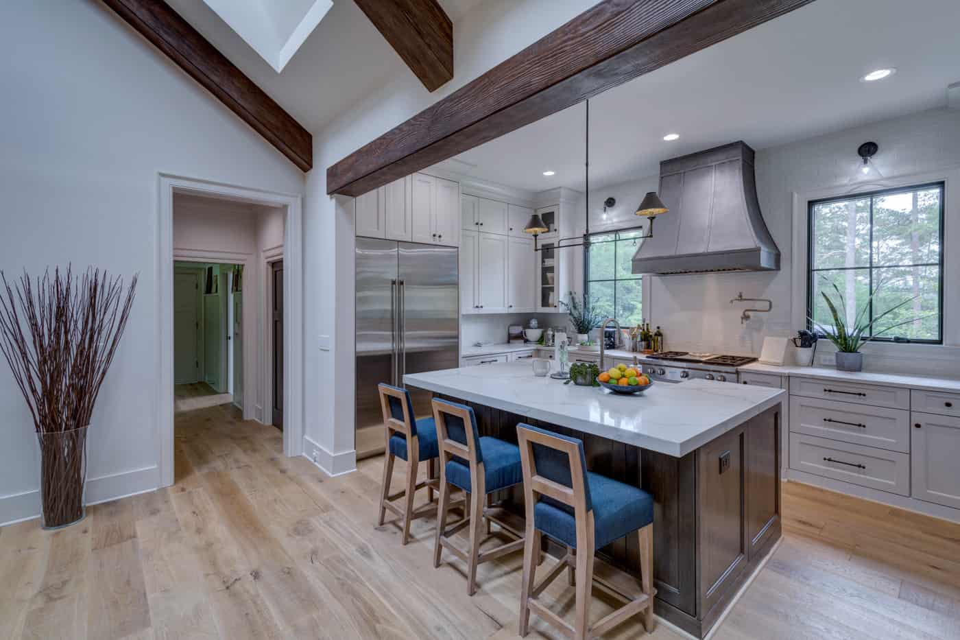 contemporary-ranch-style-kitchen