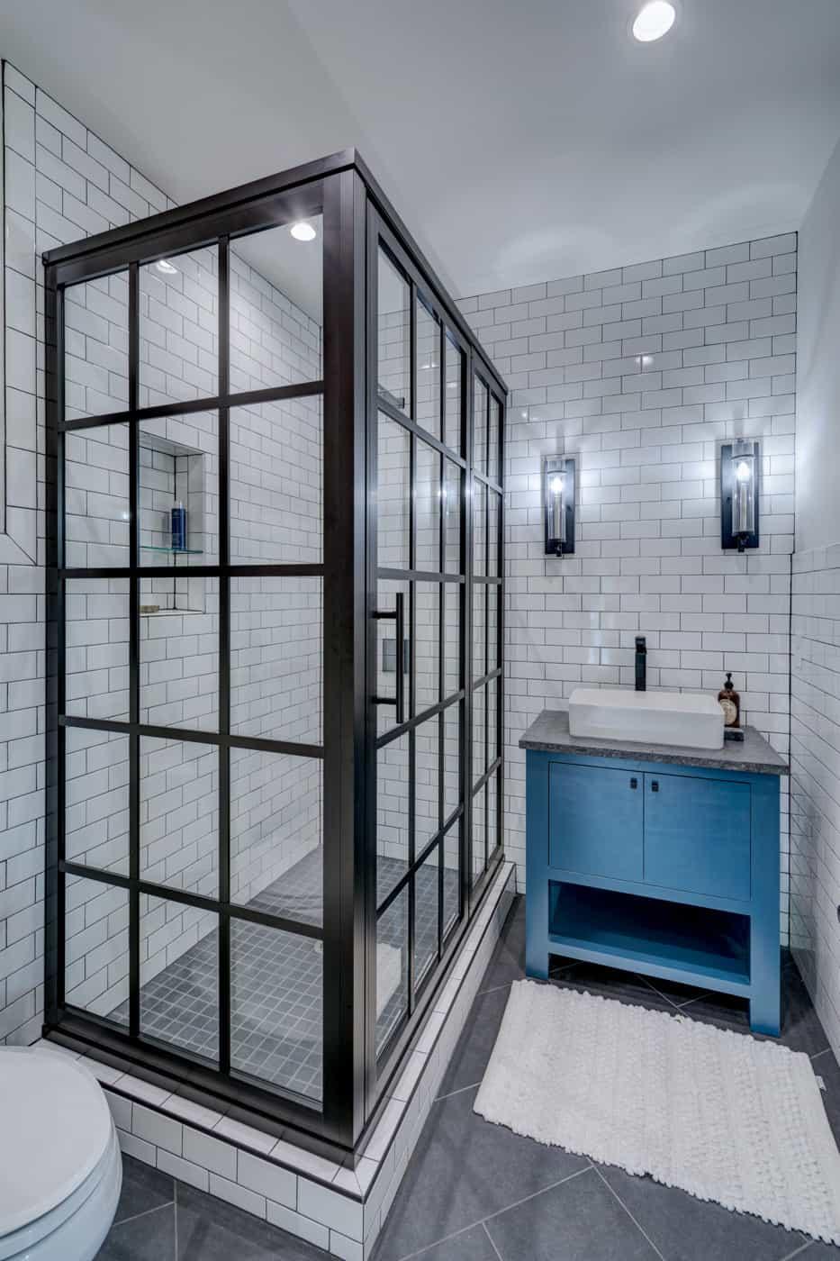 contemporary-ranch-style-bathroom