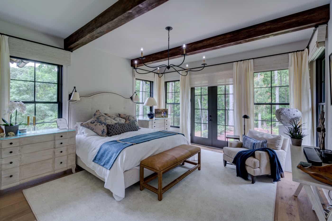 contemporary-ranch-style-bedroom
