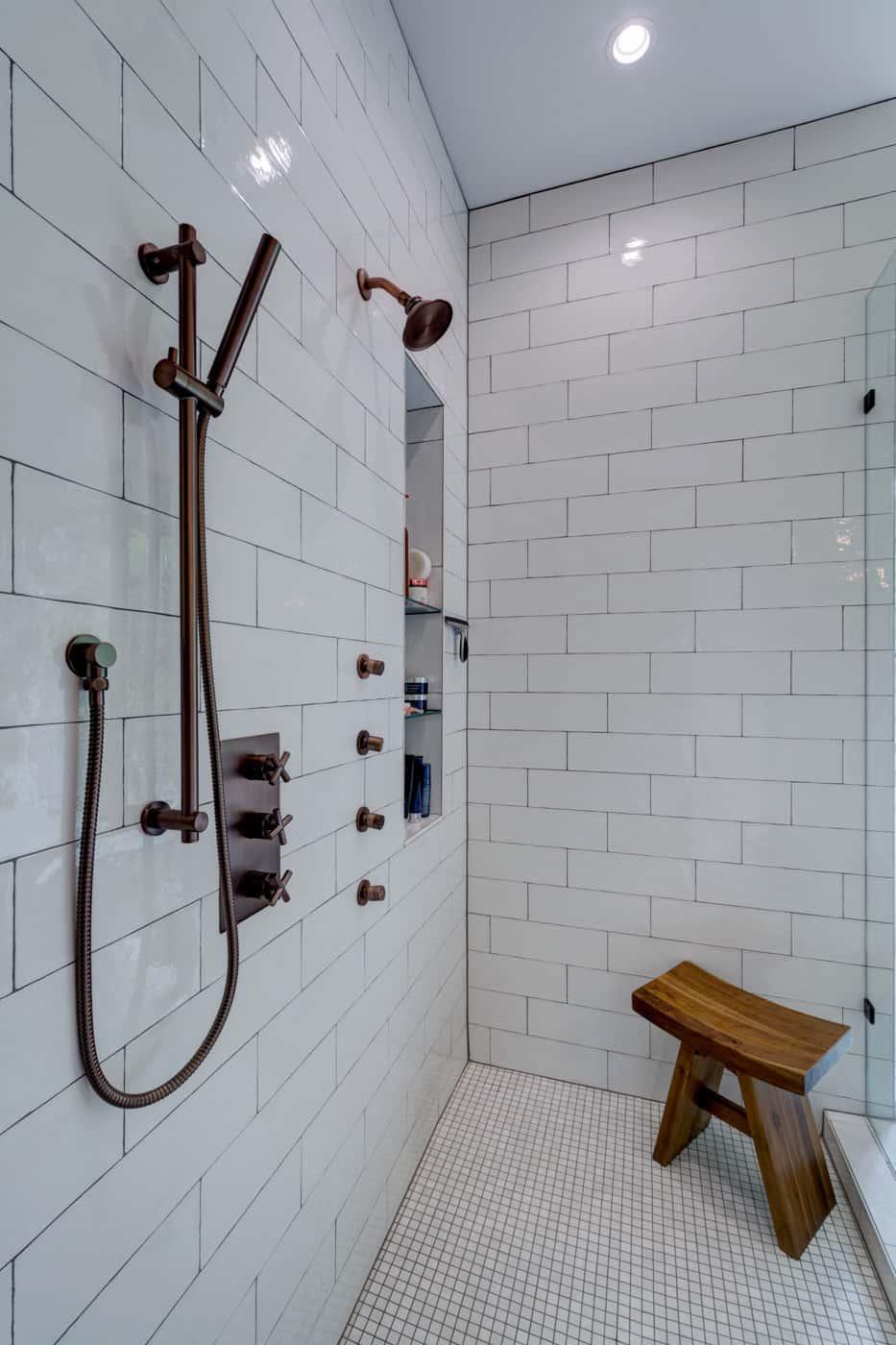 contemporary-ranch-style-bathroom-shower