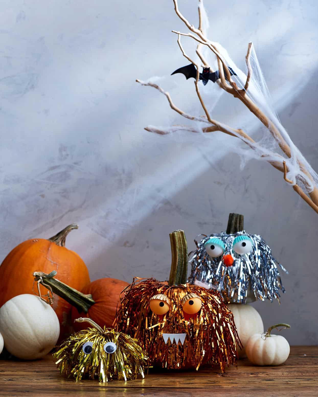 tinsel-monster-no-carve-pumpkin-idea