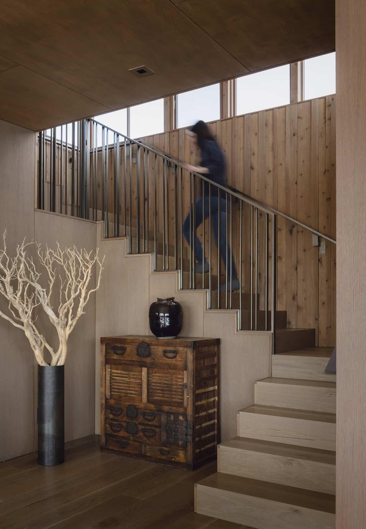 modern-cabin-staircase