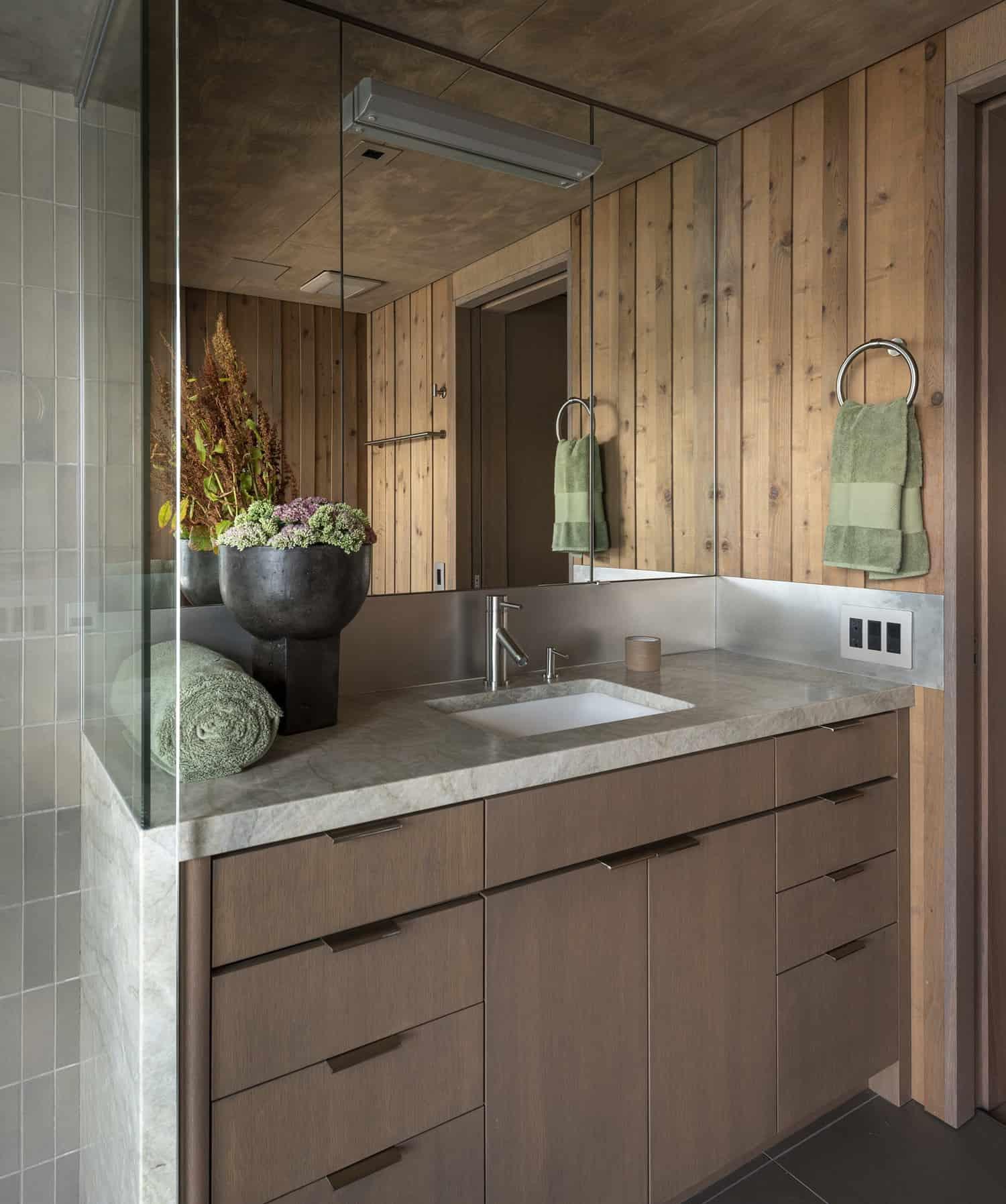 modern-cabin-bathroom