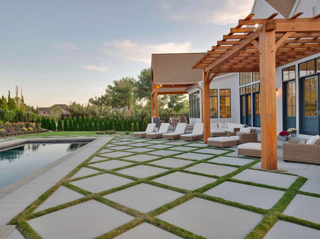 French-modern-style-home-exterior-patio